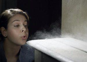 фото - на отдельно стоящих шкафах скапливается пыль