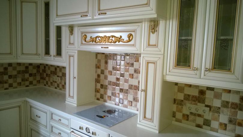 фото - классическая кухня в белом цвете