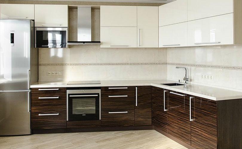 Дизайн кухни фото темный низ светлый верх