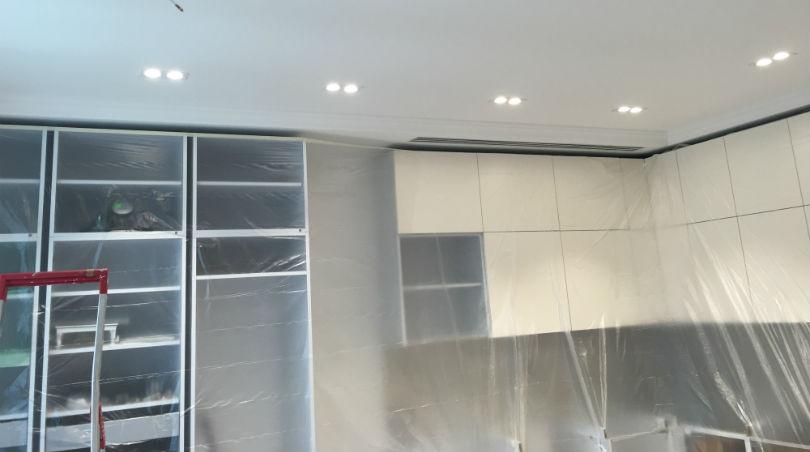 фото - перекраска шкафов на кухне