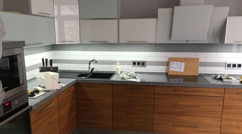 Угловая кухня в стиле минимализм фото