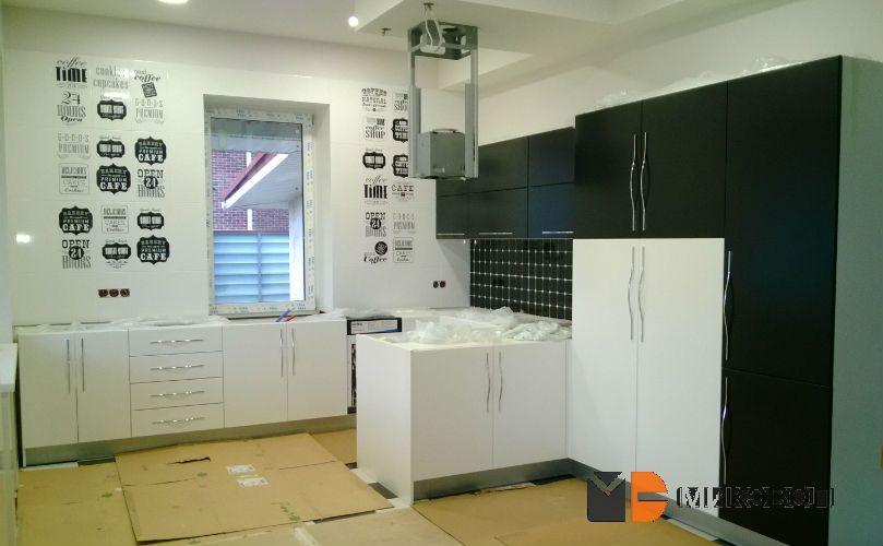 Черно белая кухня от Микэвол