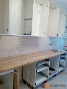 Монтаж верхних шкафов кухни