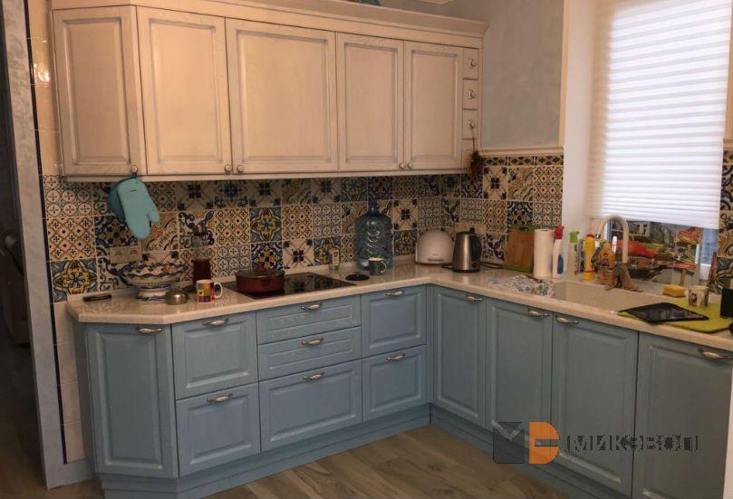 Кухня белый верх, голубой низ от Микэвол
