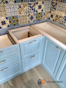 Голубая кухня, нижние шкафы