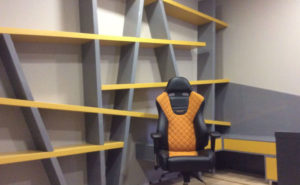 Полки, кресло и стол от Микэвол