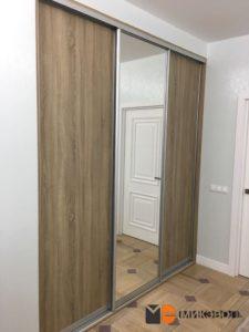 Встроенный шкаф в нишу в детской комнате