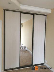 Встроенный шкаф-купе в спальной комнате