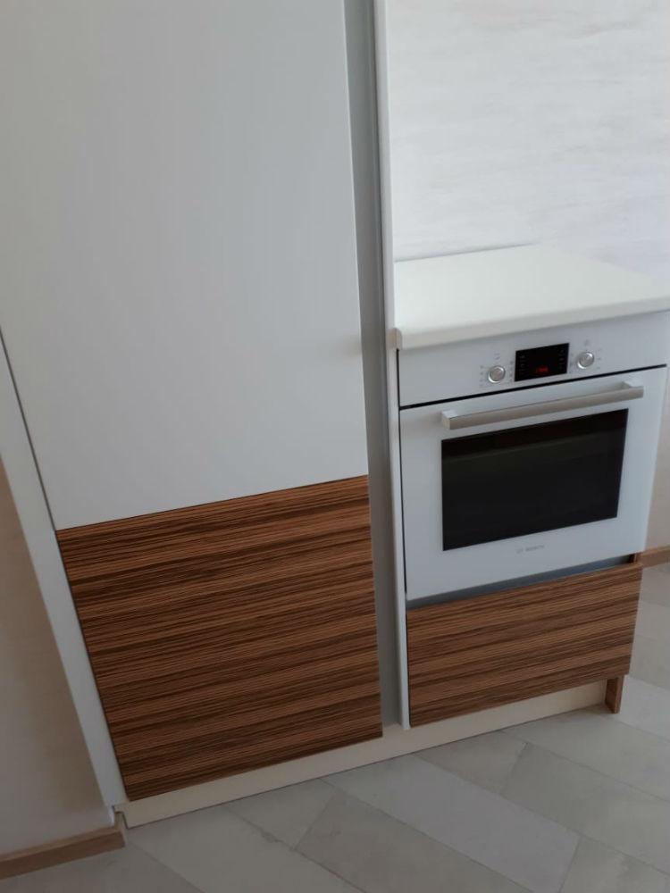 Холодильник и духовка во встроенных шкафах