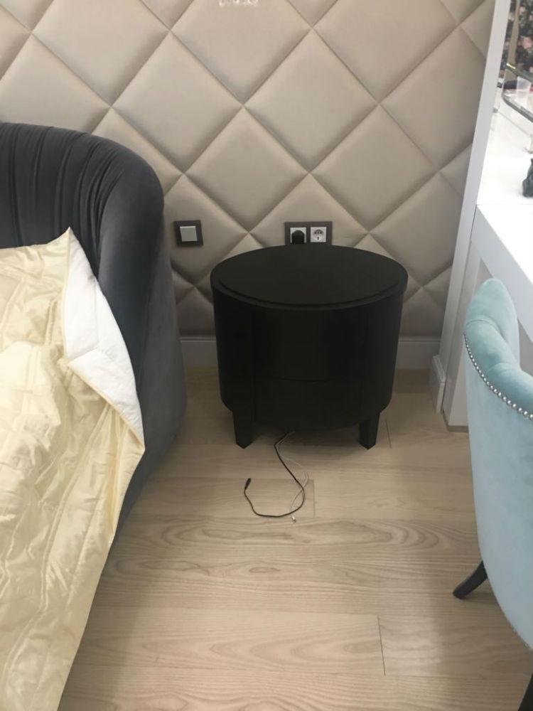 Черный прикроватный компактный столик