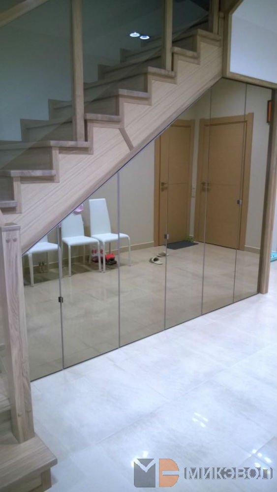 готовый шкаф под лестницей