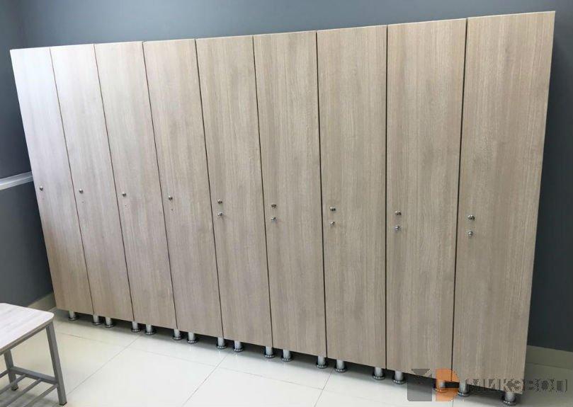 Высокие шкафчики в раздевалку