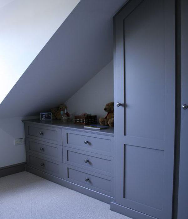 Шкафы в мансардные комнаты на заказ фото