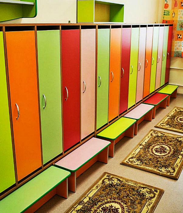 Шкафчики и скамейки в садик фото