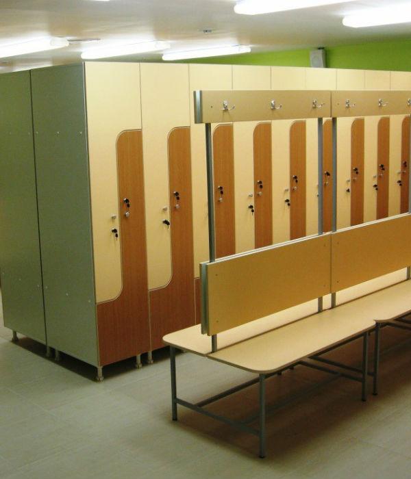 Шкафчики в раздевалку школы фото