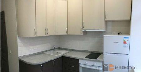 Угловая бежевая кухня фото